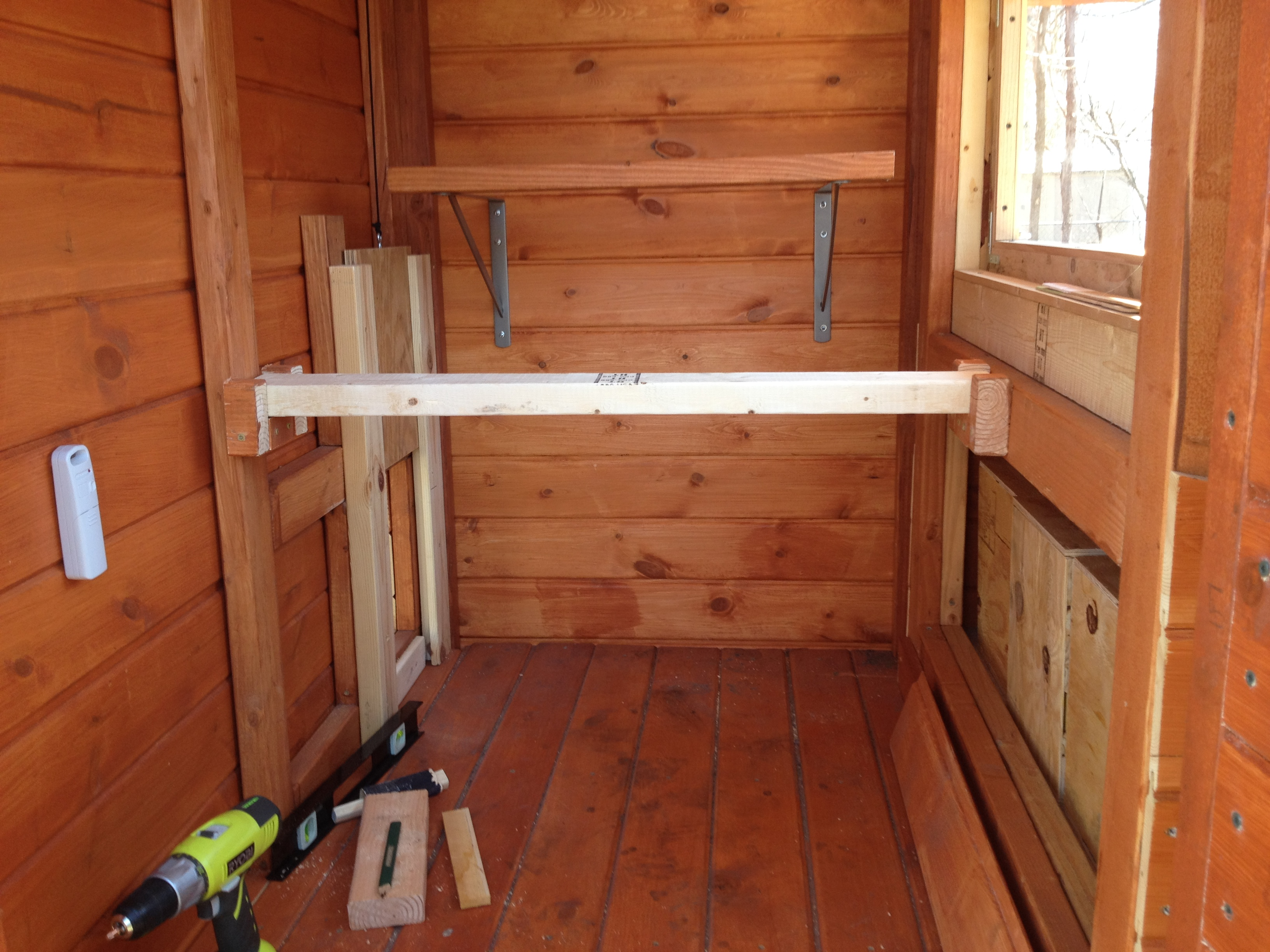 how to build a chicken roost or roosting rod